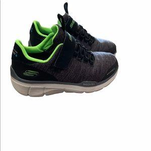 Boys Skechers sneaker shoe size 13